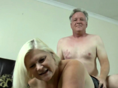 Granny gets pussy poked