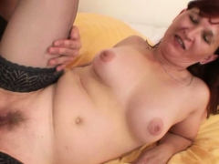 Picked up old mature woman gets her unshaved pussy fucked
