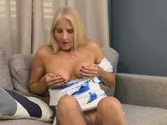 Florida gilf Chery Leigh needs to rub her pantyhosed pussy