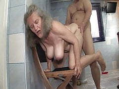 Shameless sex with granny in the bathromm