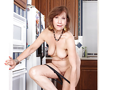Yankee gilf Penny gets busy in the kitchen