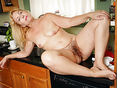 Yankee gilf Justine lowers her underpants in the kitchen