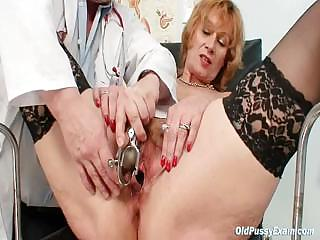 Redhead granny dirty pussy stretching in gyn polyclinic