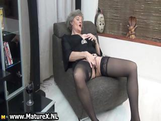 Mature housewife in off colour sinister stockings part4