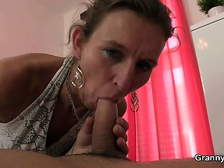 Granny masseuse jumps exposed to his cock