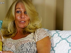 Scorching American housewife toying with her shaved pussy