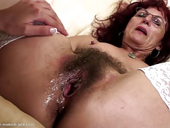 Hairy  gets deep fisting from youthfull girl