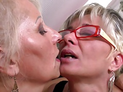 Perfect mature mothers at g/g