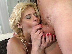 Mature mommy blow and fuck not her son