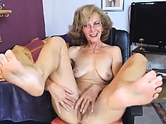 Sexy GILF Feet in Face Web cam NO SOUND
