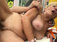 Round  hairypussy  outdoors