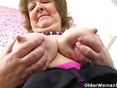 Brit granny Susan feeds her greedy poon with dildo