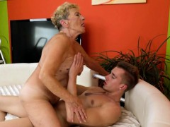 Saggy granny gets her hairy pussy romped
